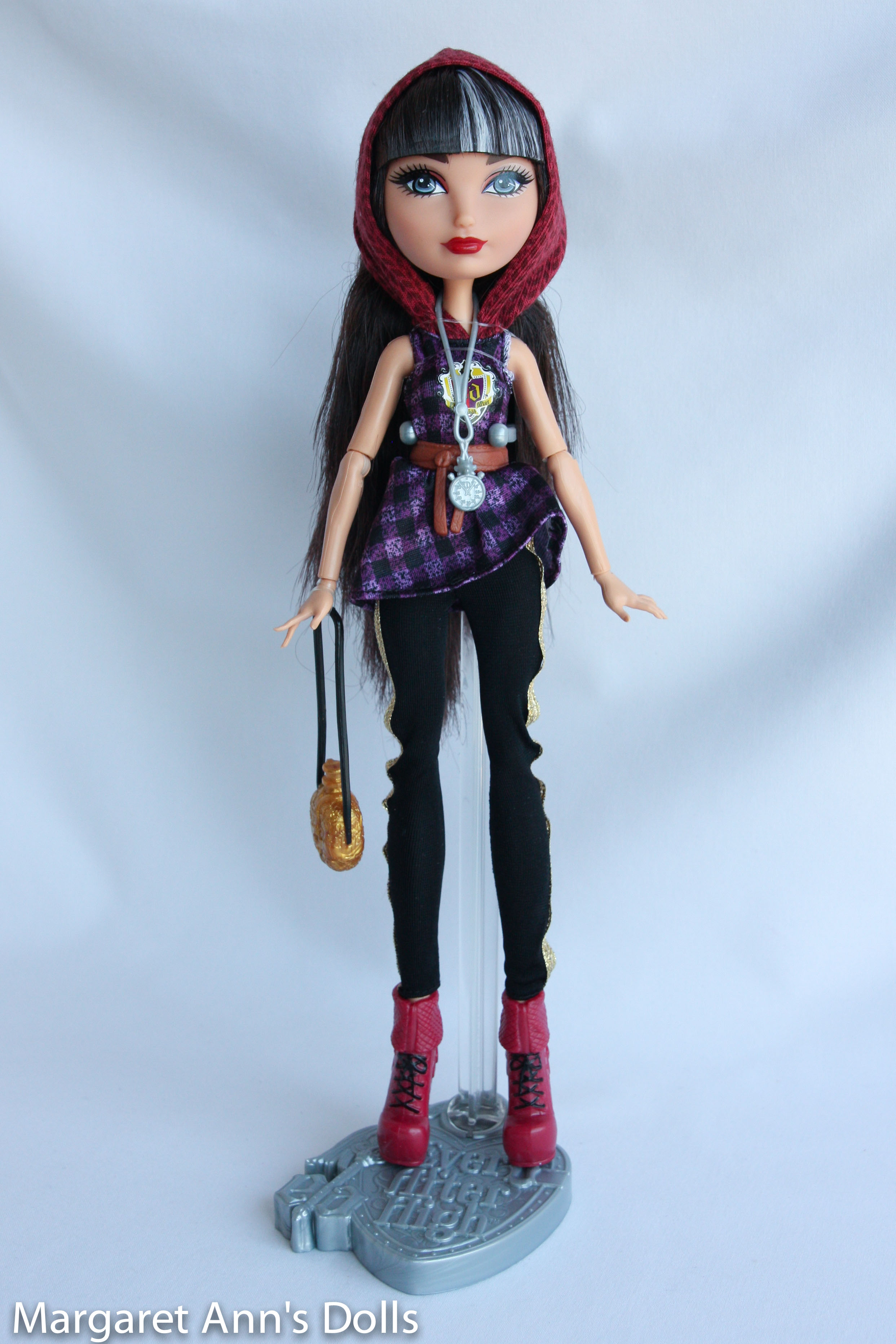 Ever After High Doll~Lizzie Hearts~Tri-Castle On~Gold Crown Hat